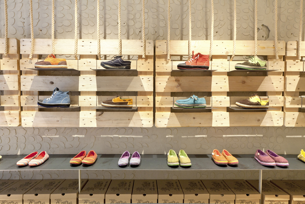 2013 - SolRebels Shoe Store